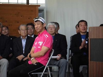 第51回越前大野名水マラソン 開会式檀上のゲストランナー森脇 健児氏/どこまでもアマチュア